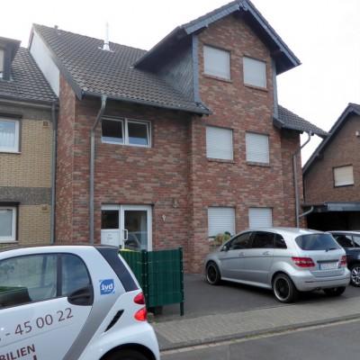 Gemütliche Dachgeschosswohnung mit Balkon in guter Wohnlage von Rheidt!